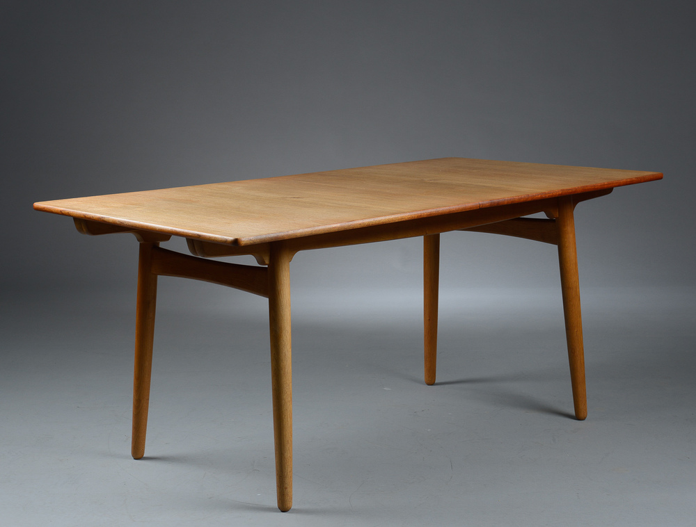 Hans Wegner model AT310 by Andreas Tuck H. 72 cm. L. 160 -240 cm. B. 86 cm. p1 solid teak top oak frame.jpg