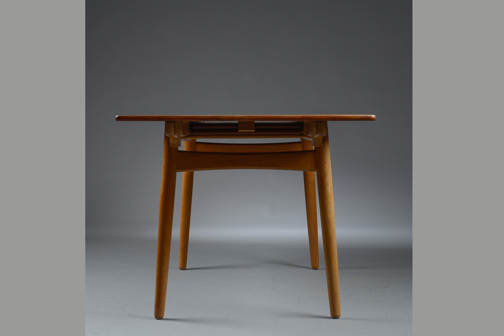 Hans Wegner model AT310 by Andreas Tuck H. 72 cm. L. 160 -240 cm. B. 86 cm. p1 solid teak top oak frame p2_gallery_block.jpg