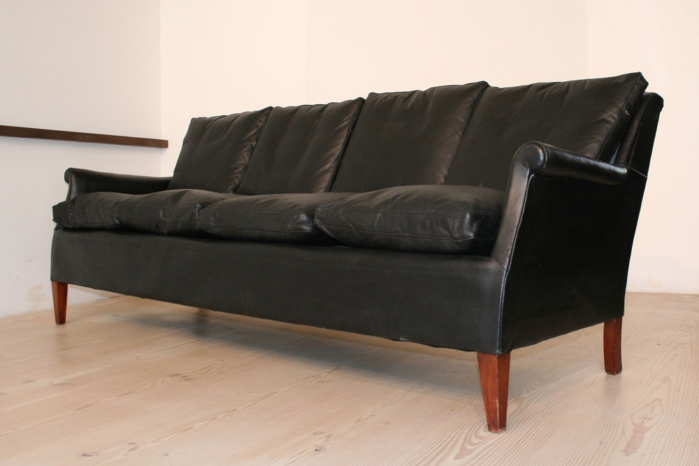 F Henningesen 4-seat black leather 1940s_resized.jpg