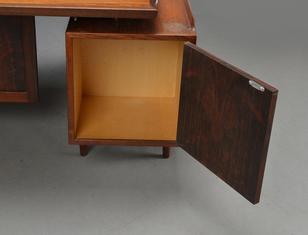 AV desk8.jpg