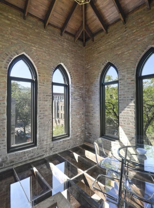 Plancher en verre dans le clocher de l'église