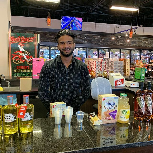 Hey y'all! We've got another sippy Saturday going on! Today we are sampling @ungava_gin as well as @lot40 in our tasting bar! Navi is sampling these premium spirits until 7pm so be sure to stop by! Cheers! 🥃
