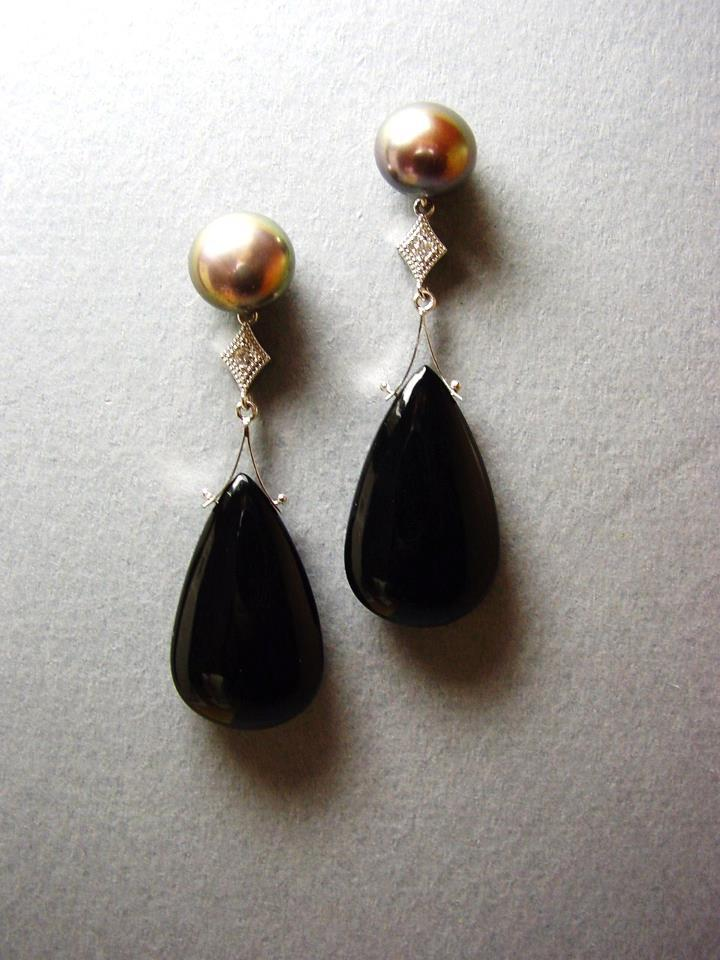 White gold ear pendants with pearls, diamonds and black onyx - for auction at Halina Fuchs