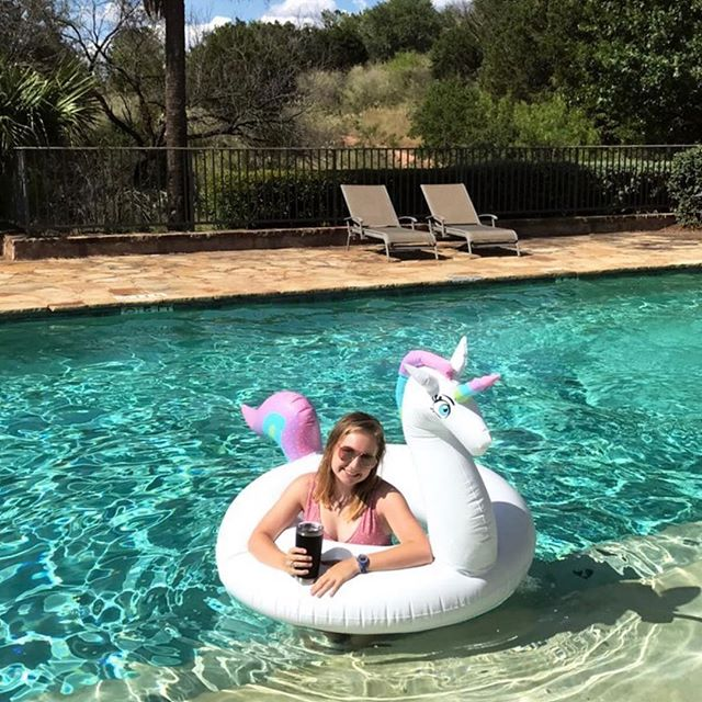 It's finally FRIDAY! Cheers to the weekend! #livingthebestlife #poolday #weekendvibes #lakeviews #clubhouse #unicorn