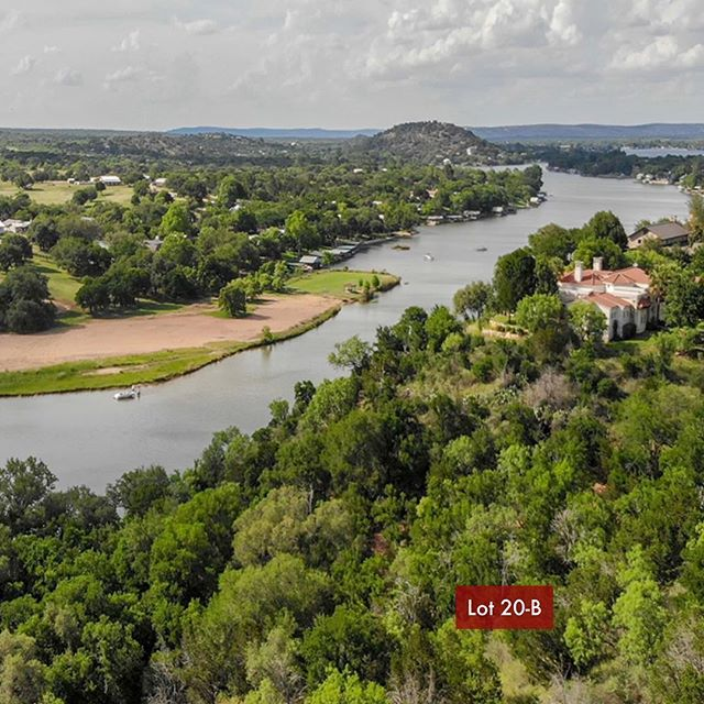 Lake Front Property Just Reduced $50,000! Contact us for a tour of The Trails and all of the wonderful amenities. . . . #pricereduced #lakefront #lakefrontliving #lakefrontproperty #horseshoebaytexas #lakelife #privatecommunity