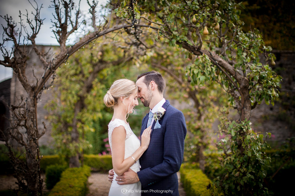 wedding photos in the orchard at coombe lodge