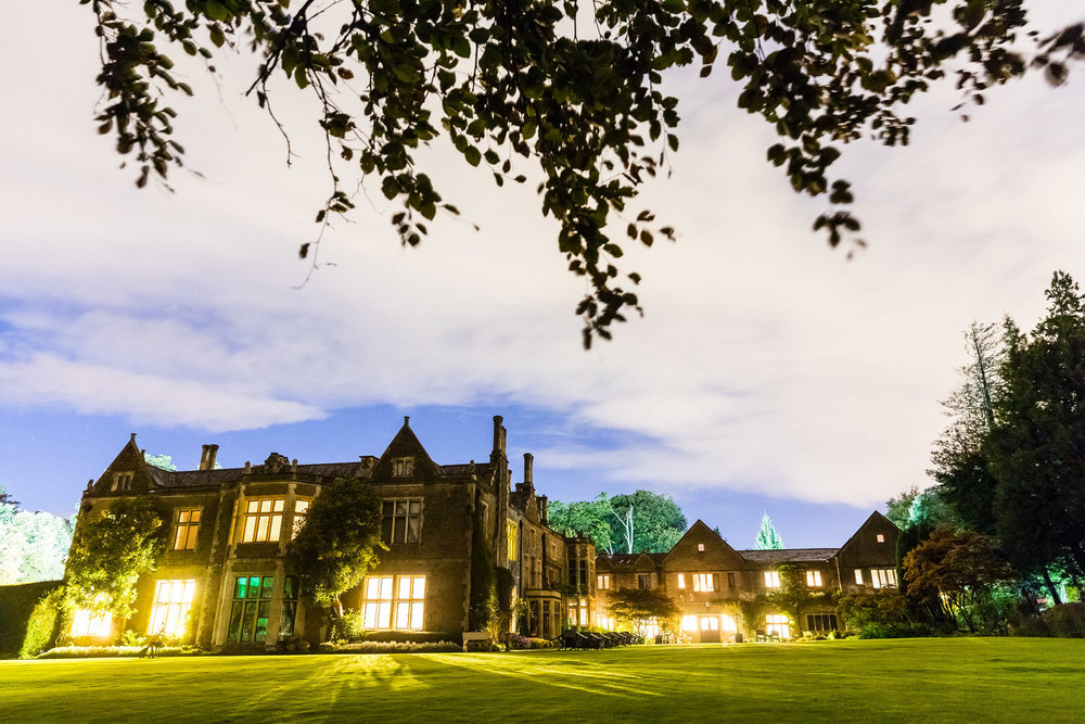 miskin manor hotel at night
