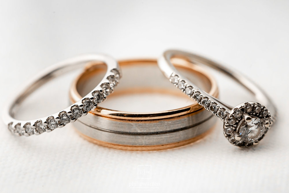 macro phot of the wedding rings