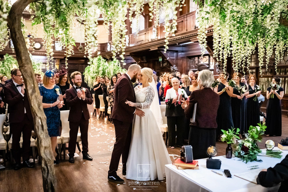 first kiss at wedding cereomony