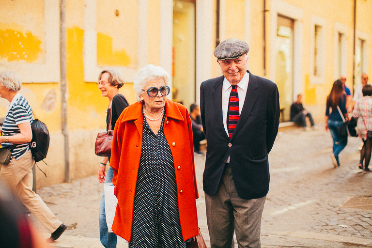 Though they are not the couple I saw, how cute are they!? Jill DeVries spotted the in Rome and I just had to share them with you.