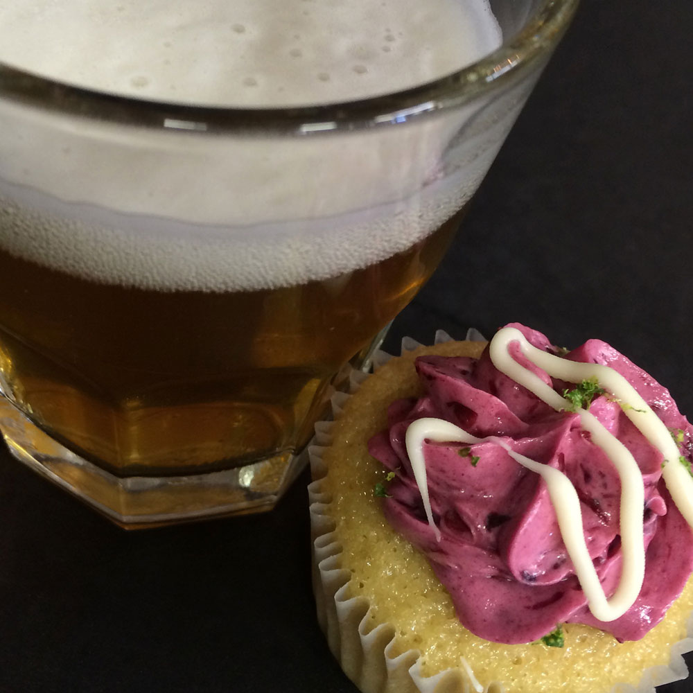 A tiny beer for a tiny cupcake!!!