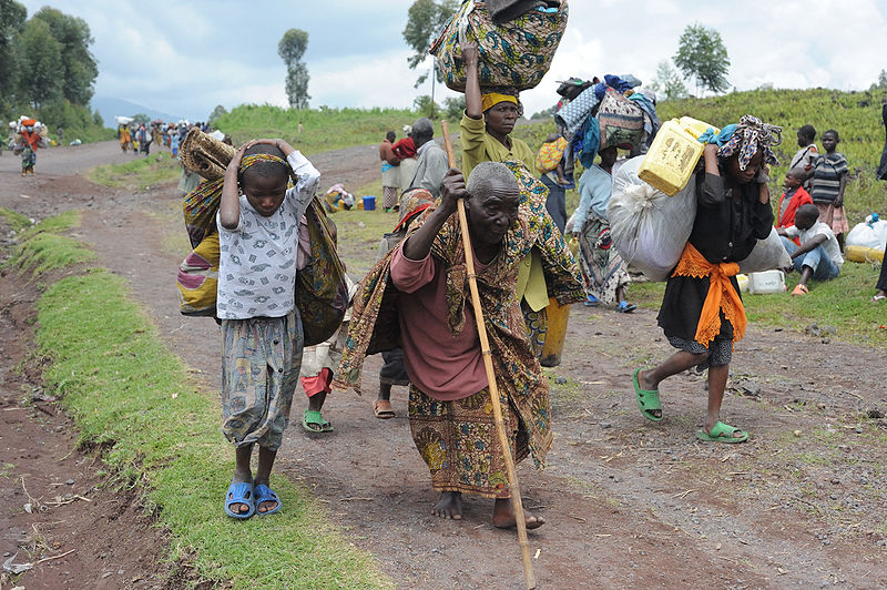 Refugees fleeing Kibati, Democratic Republic of Congo (source: Julien Harneis)