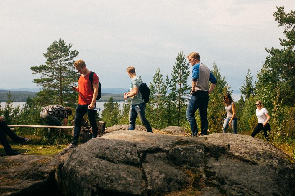 Utsiktsplatsen på Digerberget. Genomgång av scenen med fotograf och skådespelare.
