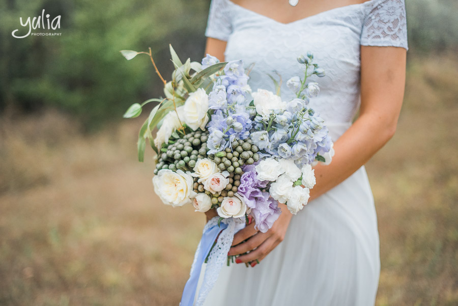 Garden look bridal bouquet white, blue.jpg