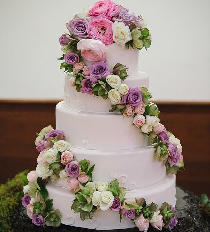 Enchanted wedding cake.jpg
