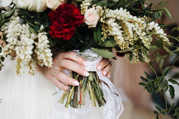 Loose bridal bouquet.jpg