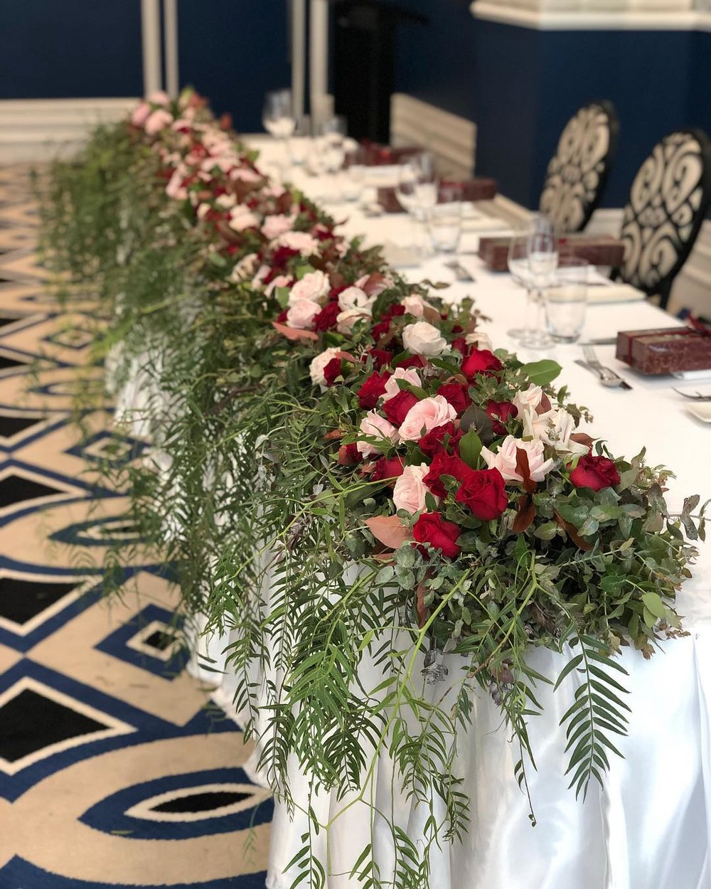 Cascading bridal table hedge.jpg