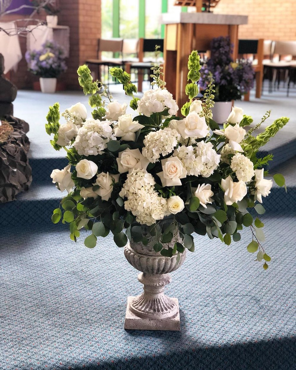 FLoral Ceremony arrangement in urn.jpg