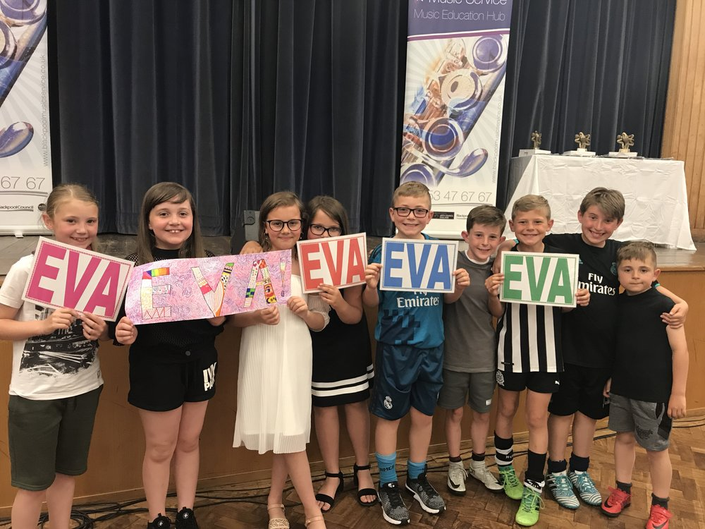 It was so lovely to see so many of Eva's friends and their families who came to support her - Eva certainly had the biggest fan club! Thank you to all of you who came and a special thank you to Jessica for the wonderful banners.