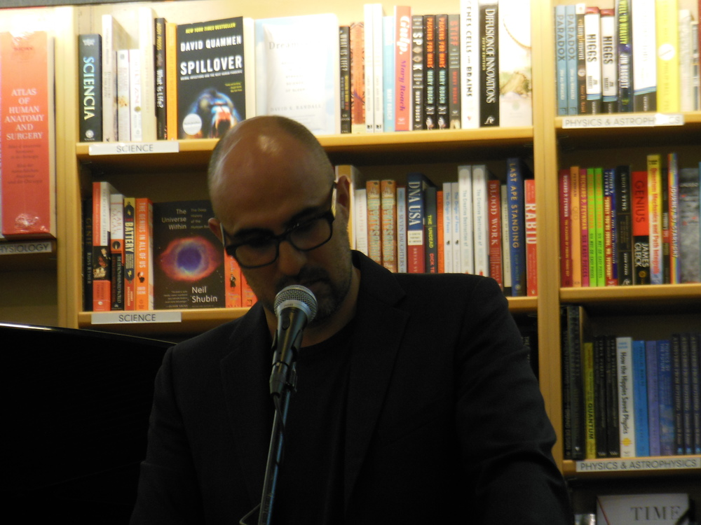 Hari Kunzru reads from his contribution to Music & Literature no. 3. Photo: Katarina Godár