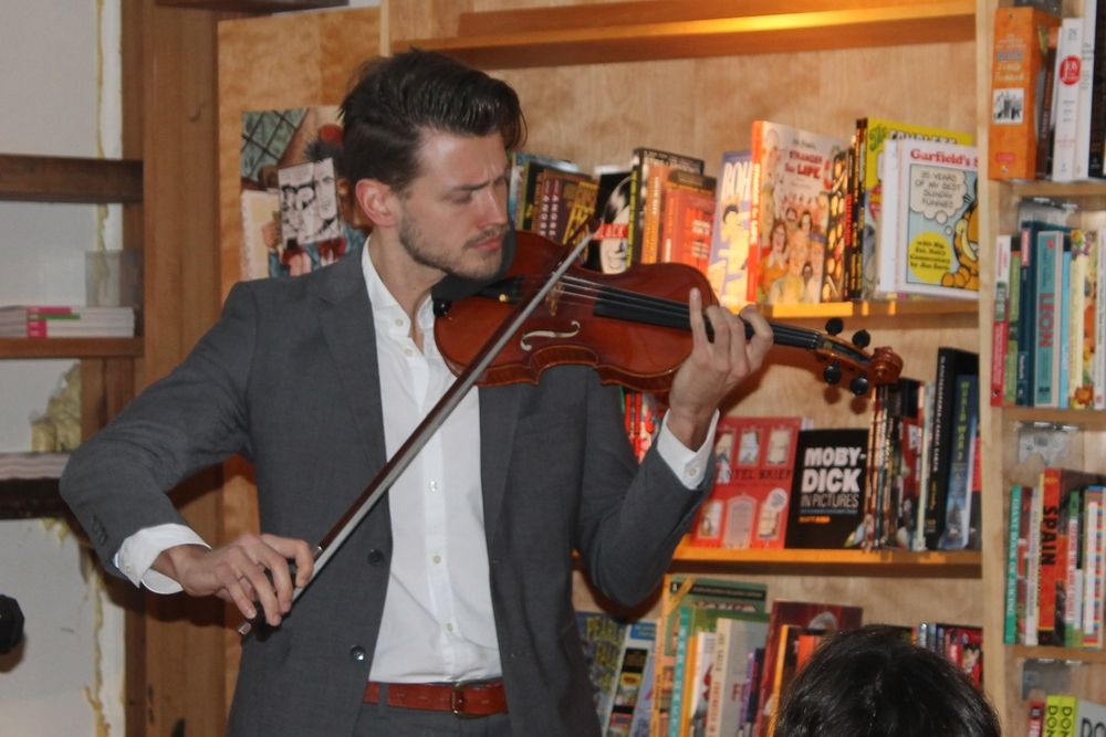 Filip Pogády performs at BookCourt © Rachel Caplan