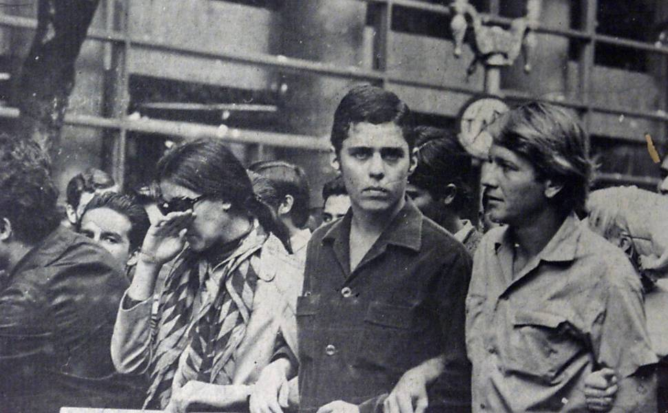Chico Buarque, 24, in the March of the One Hundred Thousand in 1968 © Folhapress
