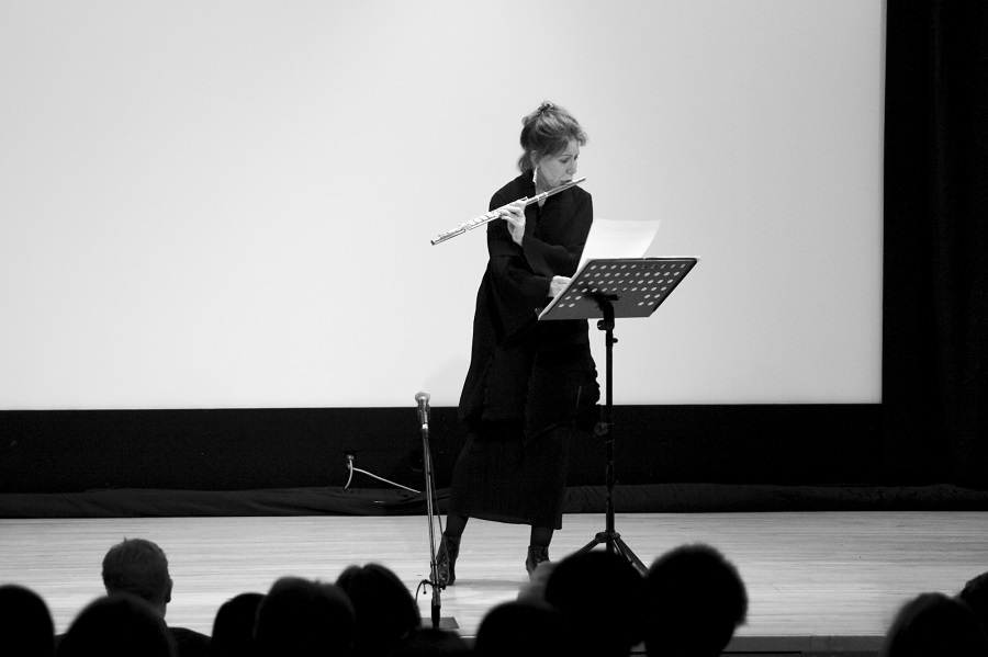 Camilla Hoitenga performsLaconisme de l'ailefor solo flute.