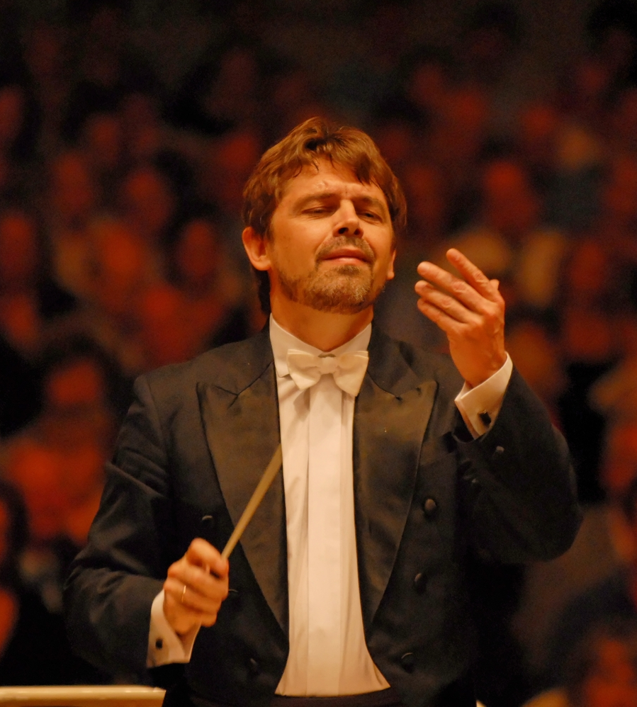 Conductor Andrey Boreyko. Image by Richard de Stoutz