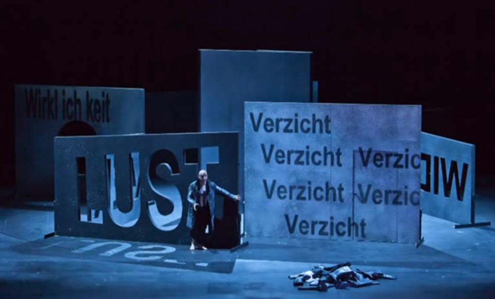From  Karoline Gruber 's production of  Lear , by  Aribert Reimann