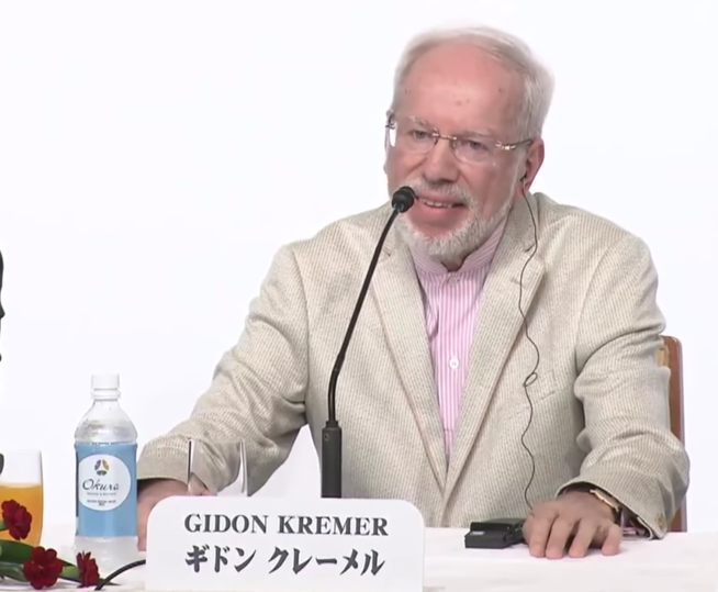Gidon Kremer speaks at the 2016 Praemium Imperiale Award ceremony. Courtesy of The Japan Art Association.
