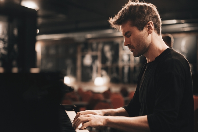 Dan Tepfer in 2018. Photo © Maria Jarzyna.