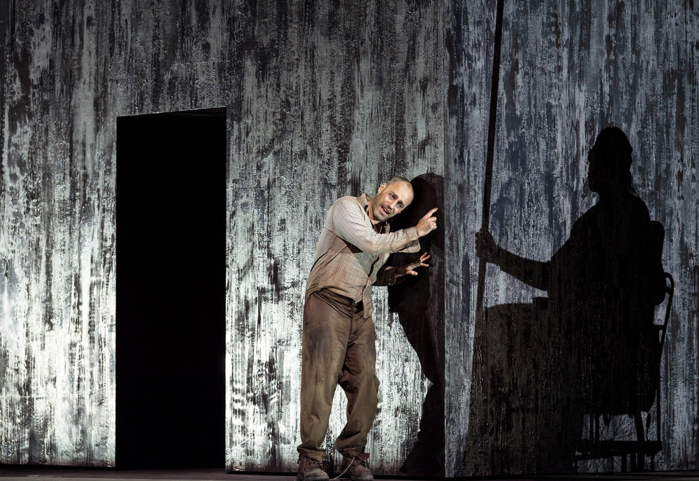 Leigh Melrose in the world premiere production of György Kurtág's  Fin de partie   (Endgame) , 18 November 2018. Photograph: Ruth Walz