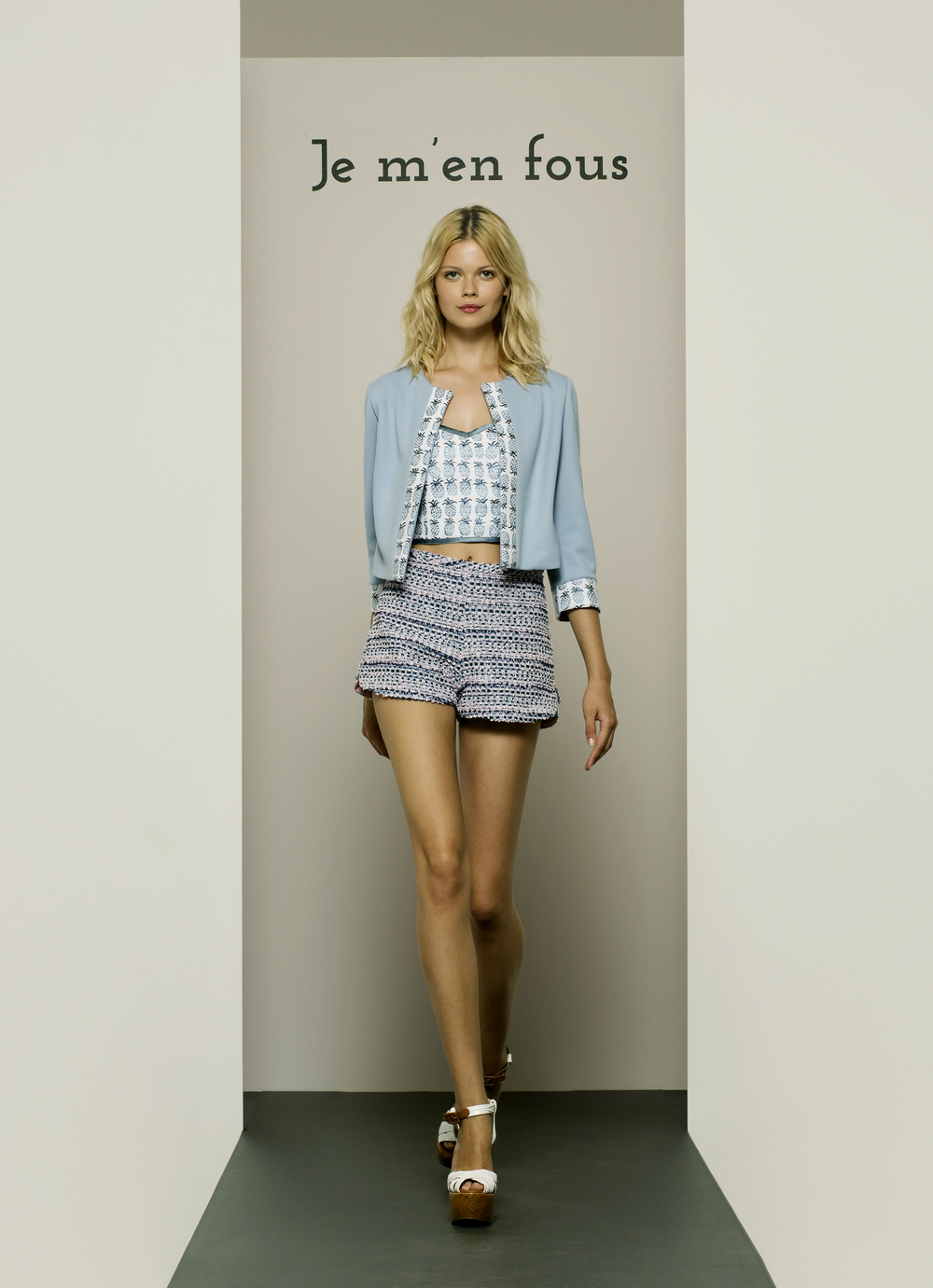 Insieme giacca, top e shorts.jpg