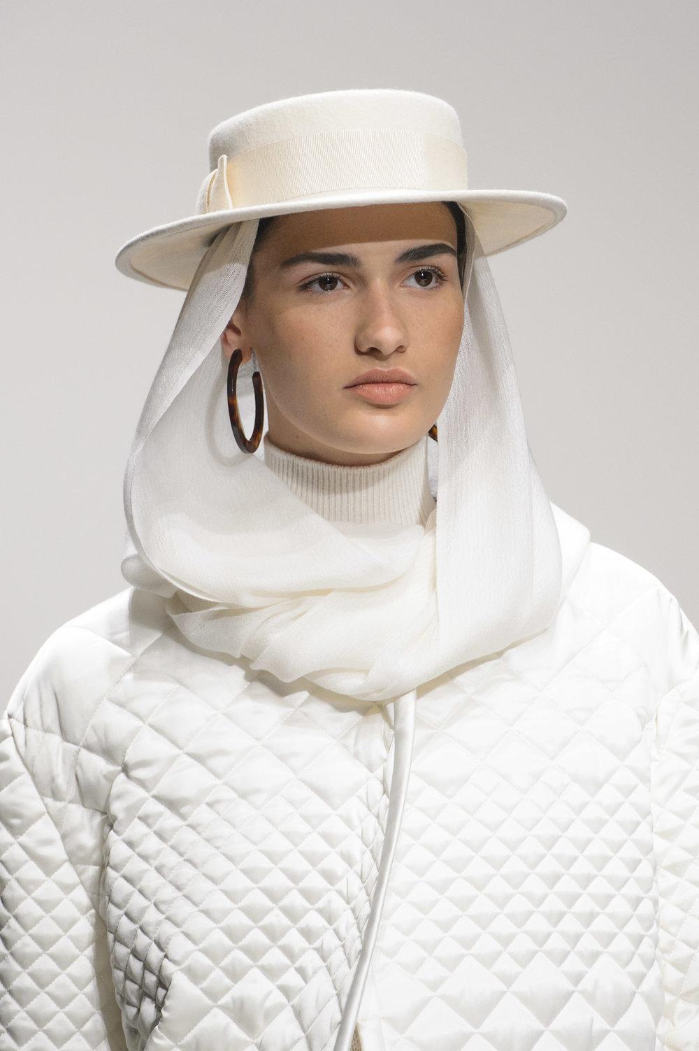 Laura Biagiotti cappello.jpg