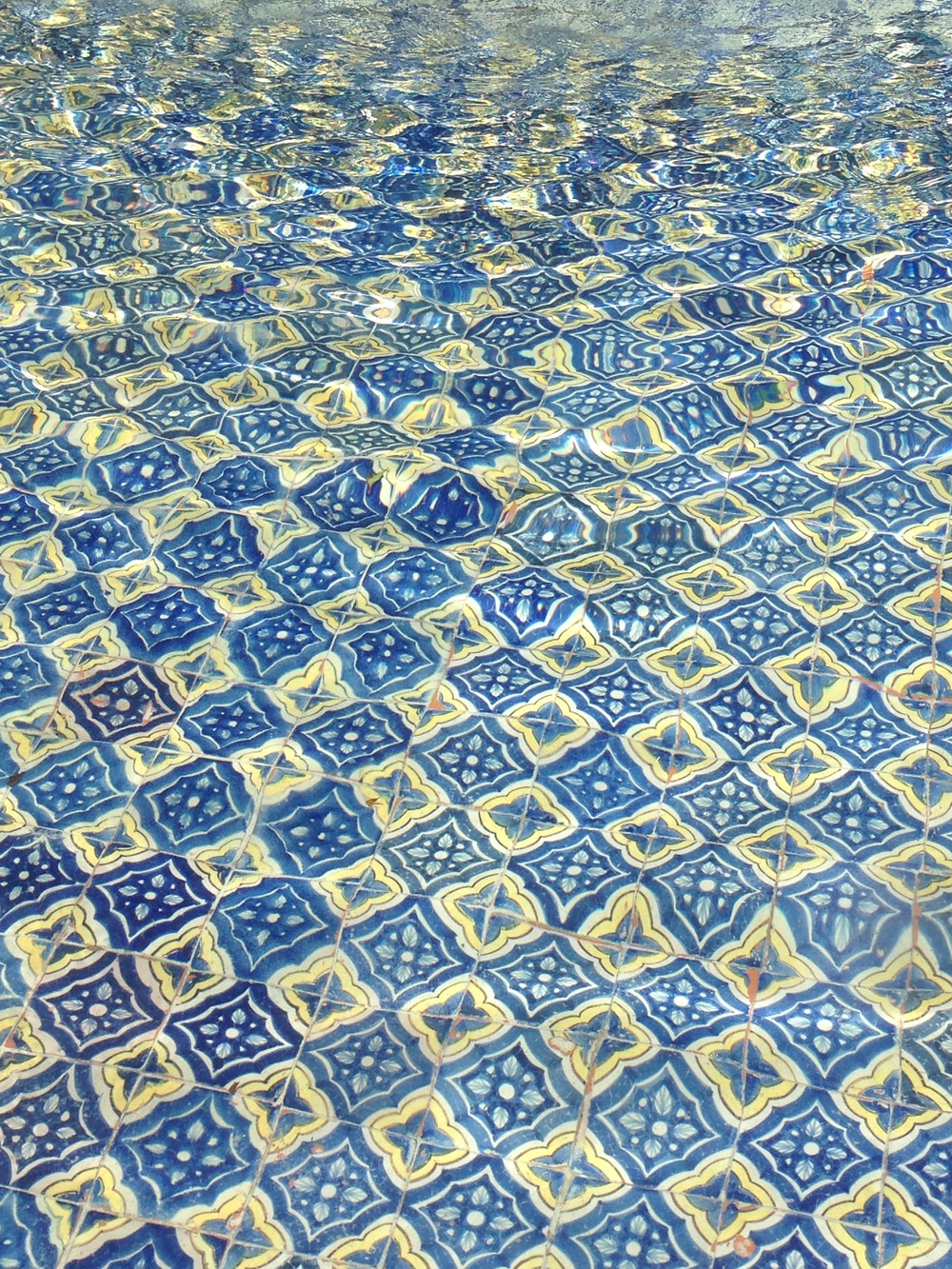 Beautiful Spanish tile accent in a fountain.