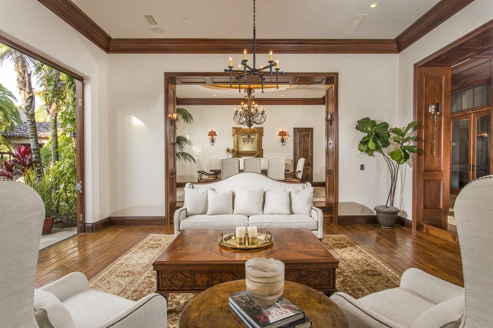 Livingroom to Dining.jpg