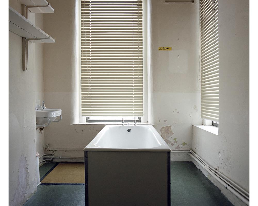 Bathtub, Medical Centre
