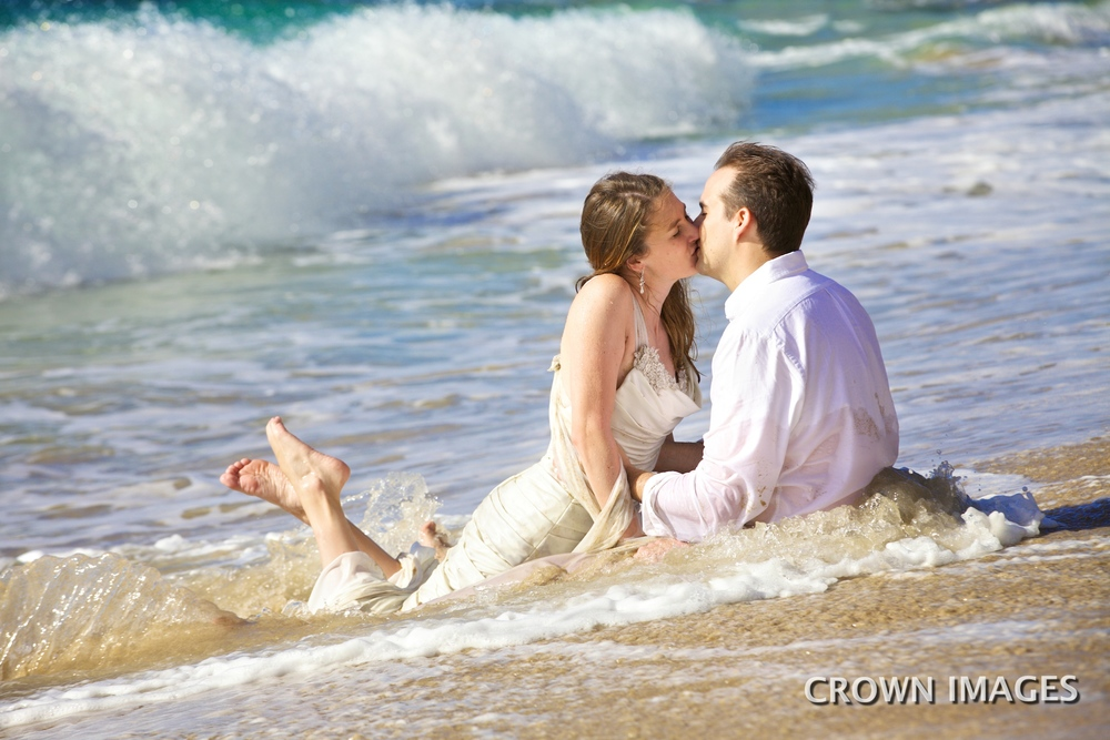 honeymoon photos on the beach
