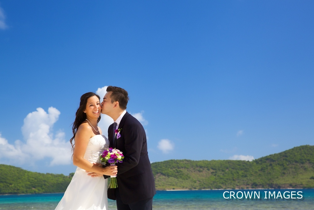 lindquist beach wedding photos by crown images