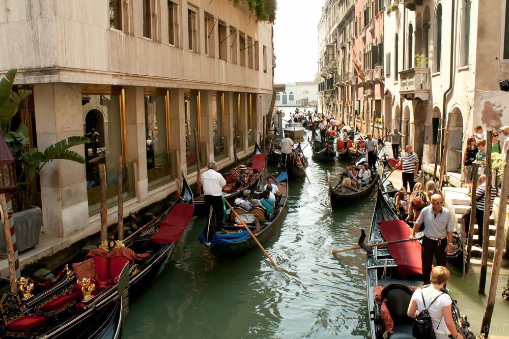 Venice boats and gondolas - 07.jpg