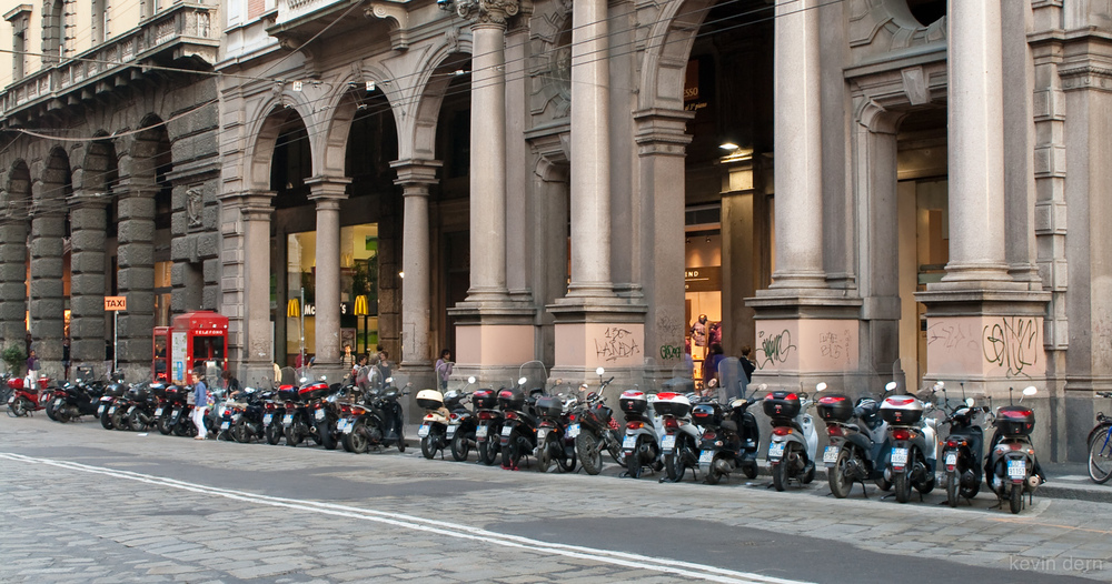 Scooters in Bologna.jpg