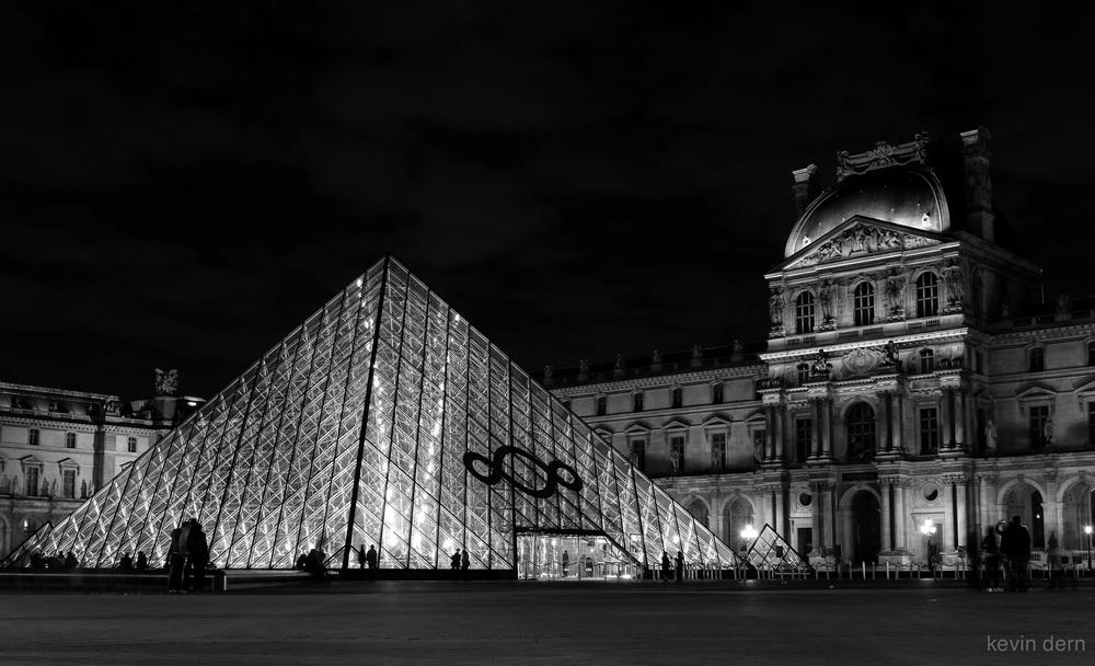 Louvre Pyramid-6.jpg