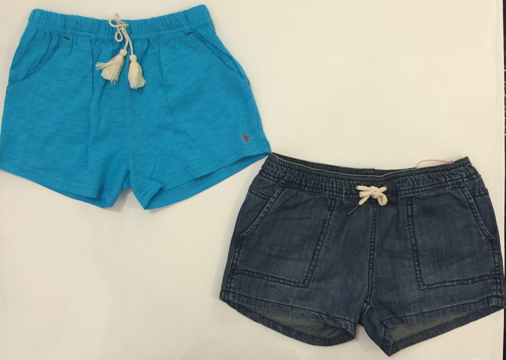 These linen and denim shorts have an easy drawstring