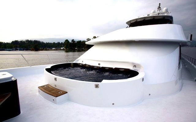 Y51303 hot-tub.jpg