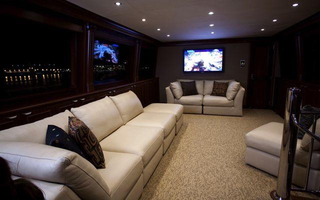 Y51303 sky-lounge.jpg
