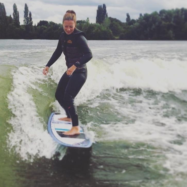Shonagh kinnear wakesurfing