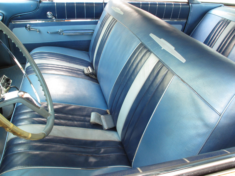 1960 Pontiac Ventura Sedan (88).jpg