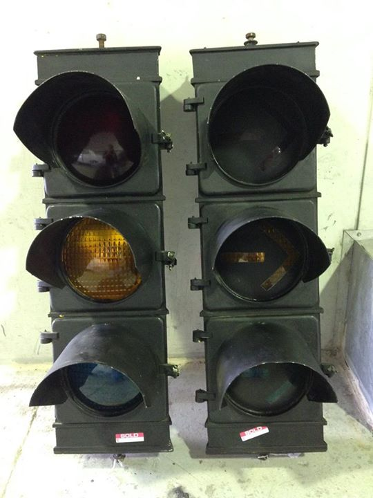 Ol' School Garage Traffic Light Signal Restoration (3).jpg