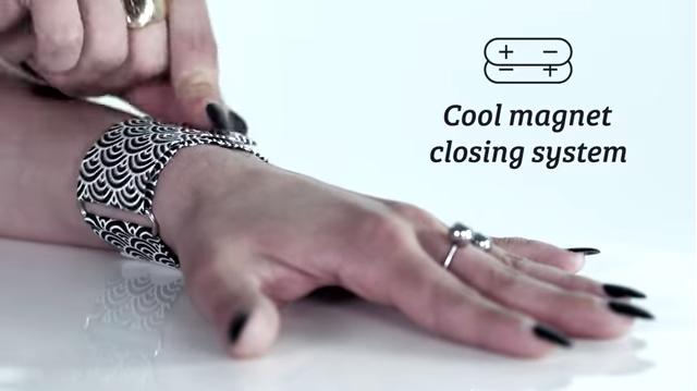 也不需擔心錶帶尺寸,錶帶上有多個磁鐵,可依照自己手腕大小調整長度並輕鬆穿戴