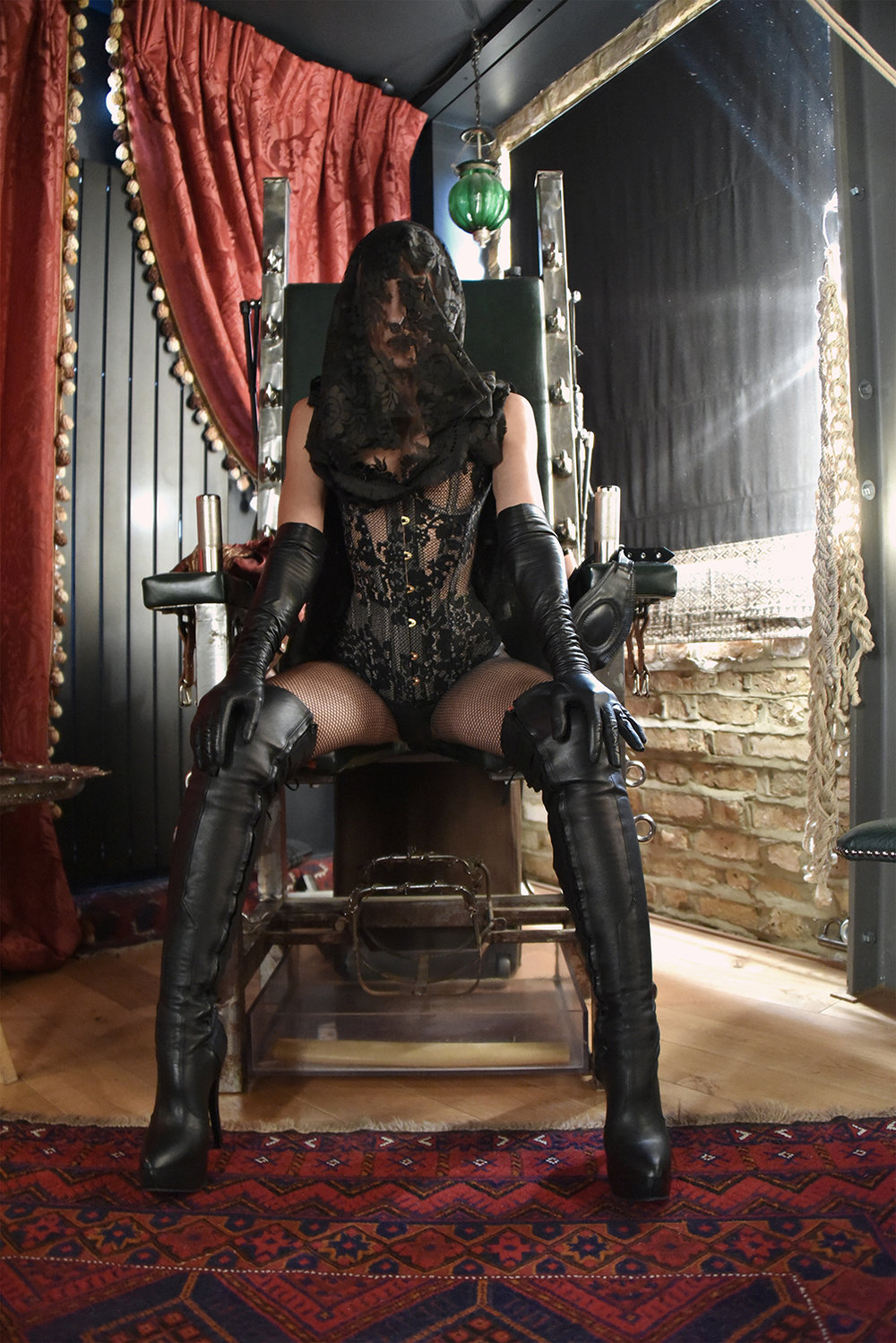 Anima by Lucina Nathanael ©Nuit d'Or 2018 (on Mistress Fiore throne)